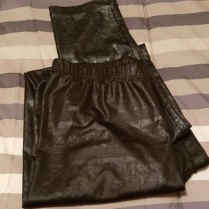 Pleather leggins